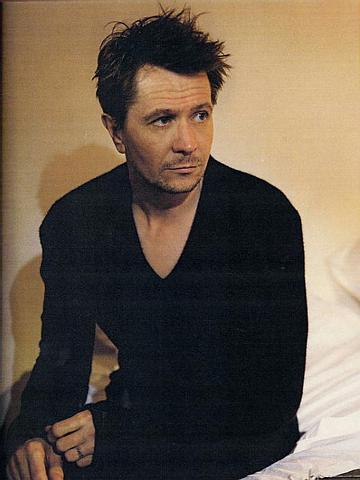 http://cinematicpassions.files.wordpress.com/2008/12/gary_oldman_135235.jpg