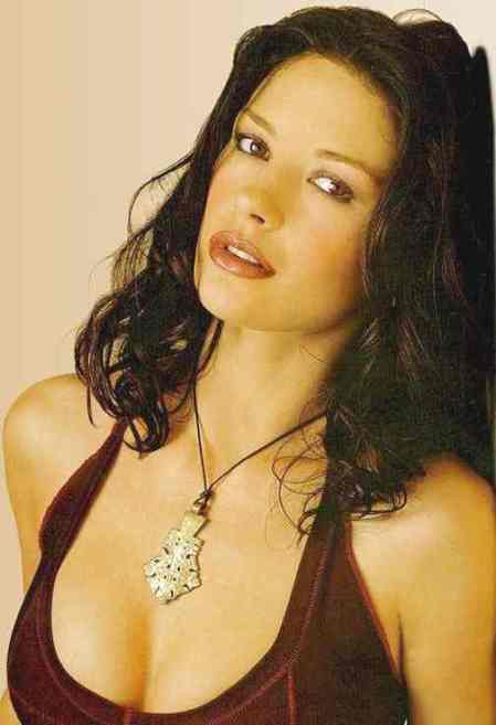 catherine_zeta_jones_sultry_gypsy_look1