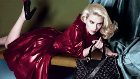 normal_Scarlett%20Johansson%20-%20Sexy%20Louis%20Vuitton%20Ads-6