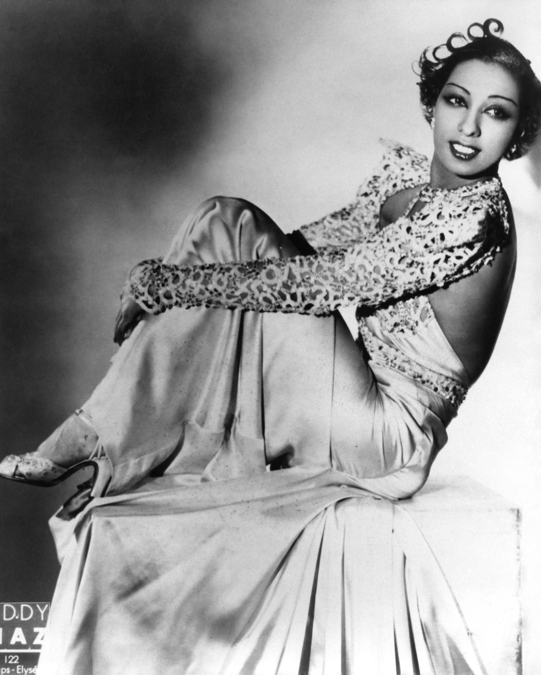 JOSEPHINE BAKER: HOW SHE SAVED FRENCH FASHION | CINEMATIC ... Josephine