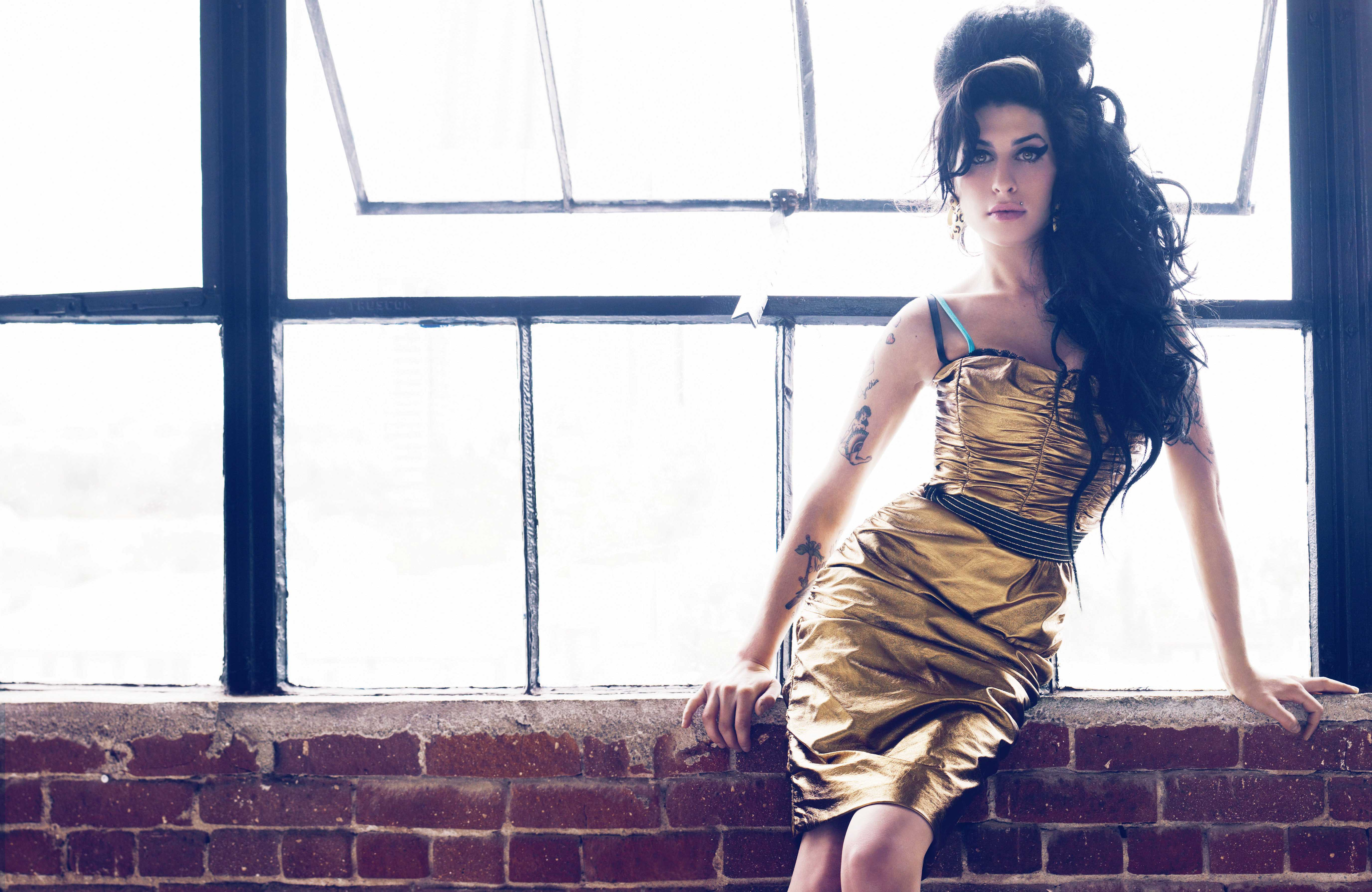 AMY WINEHOUSE PASSES AWAY AT 27 | CINEMATIC PASSIONS BY ... Amy Winehouse